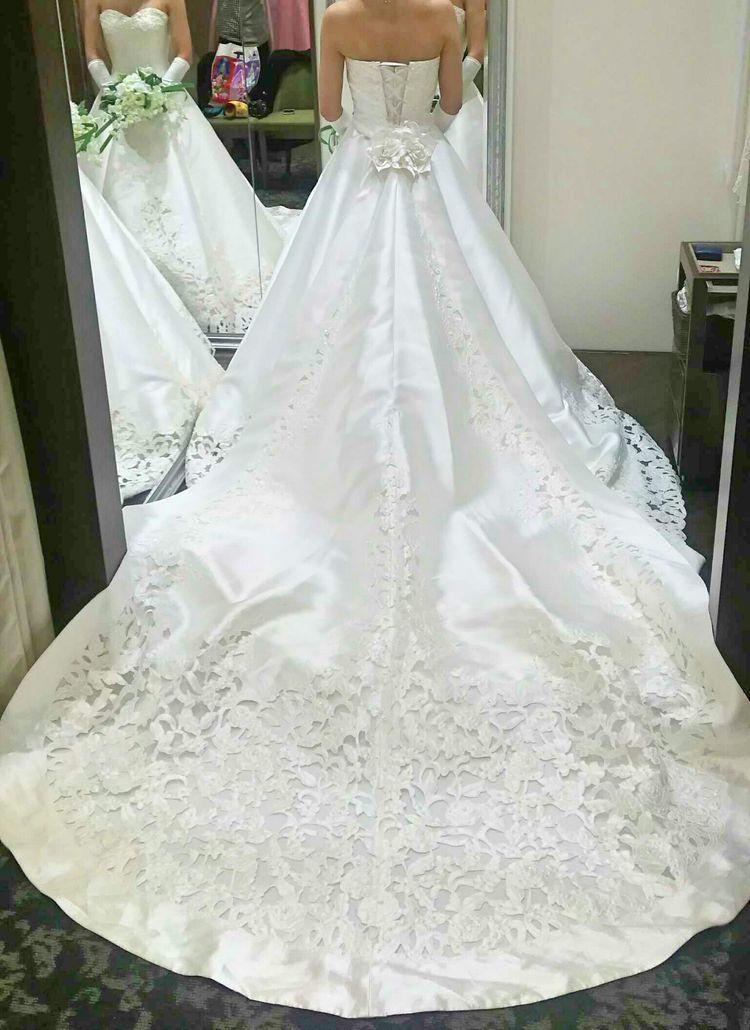 チャペルをイメージしたドレス