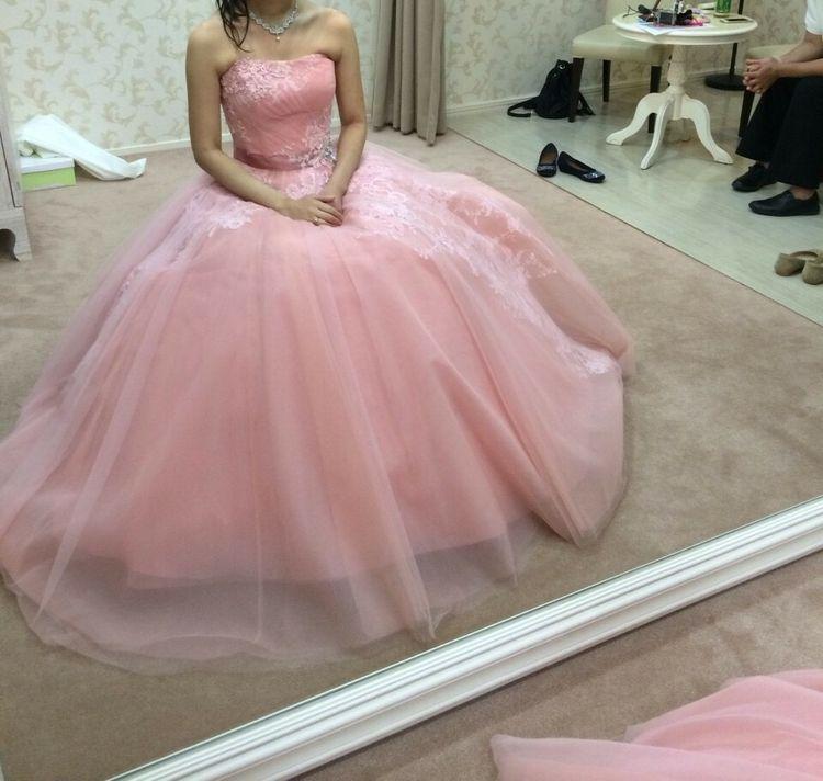 かわいらしさと清楚さを感じるドレス
