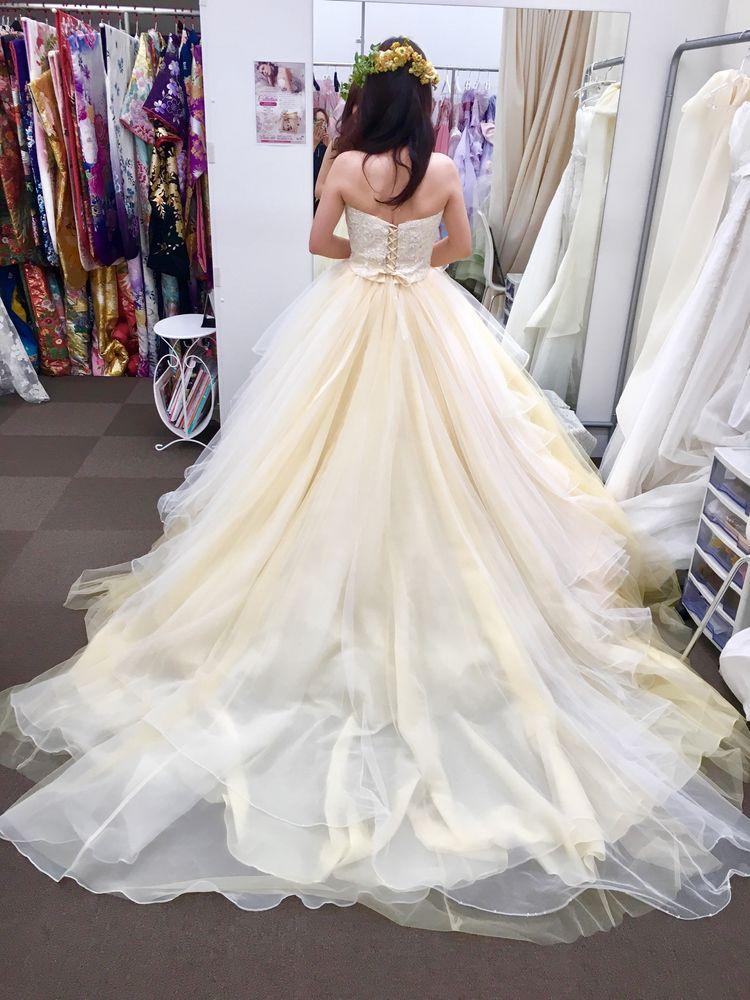 チュールが可愛いドレスです