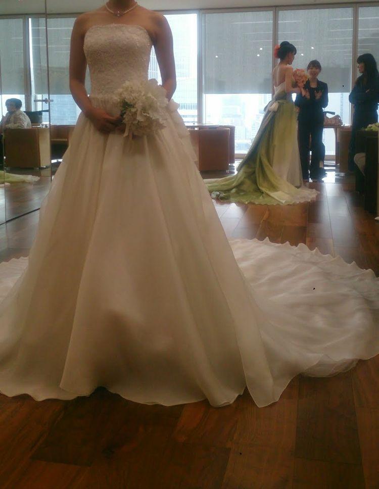 トレーンが長くてふわふわなドレス