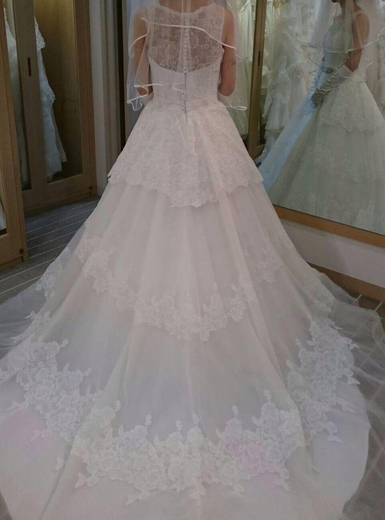 背中が隠れるドレス