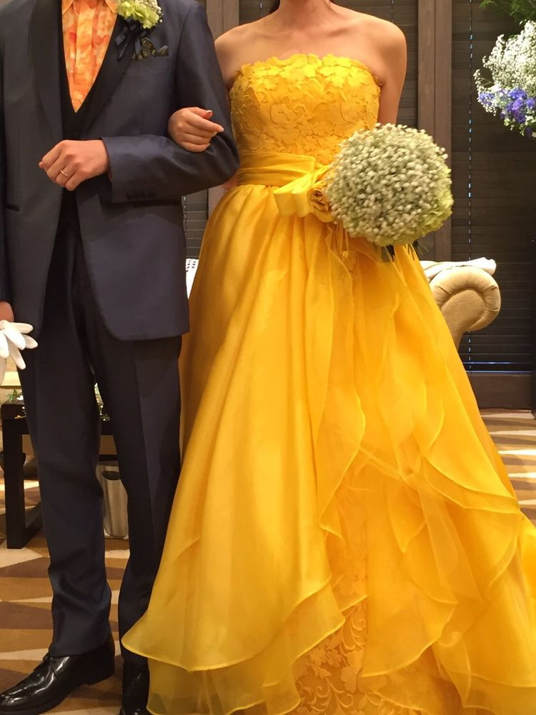 母がお気に入りのドレス。ベルみたいだと大好評でした!