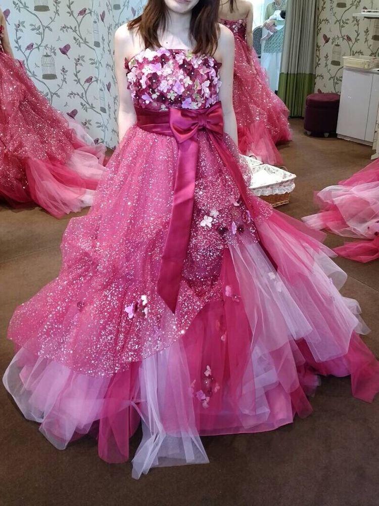 華やかで鮮やかな、印象に残るカラードレス*