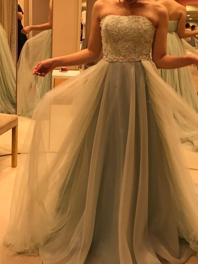淡いミントグリーンが爽やかなドレス