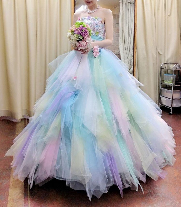 カラフルなカラードレス