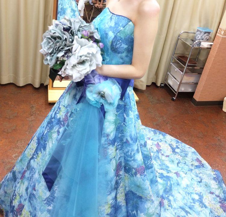 青色のカラードレス