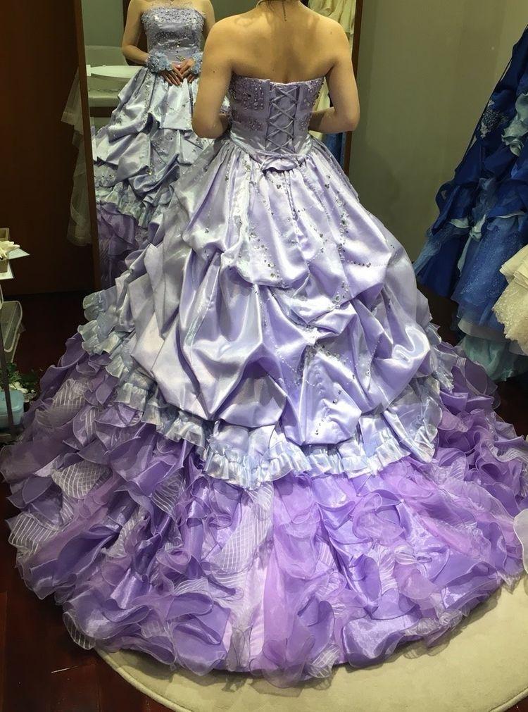 淡いパープルのカラードレス