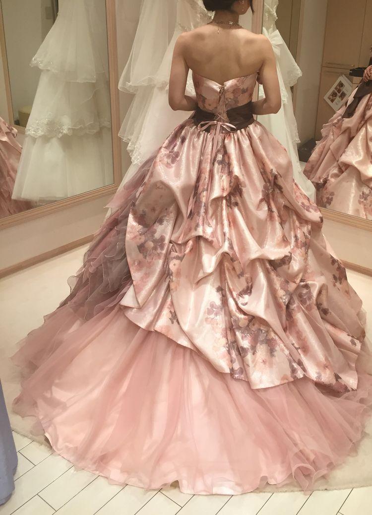 花柄プリントが素敵なドレス