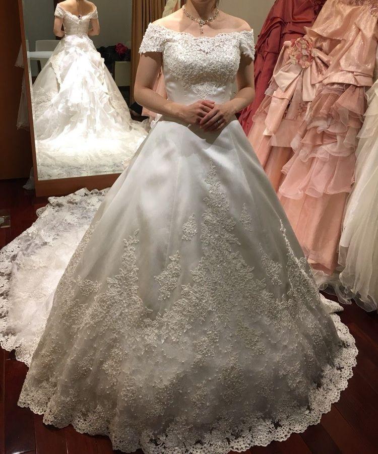 綺麗なAラインのウェディングドレス