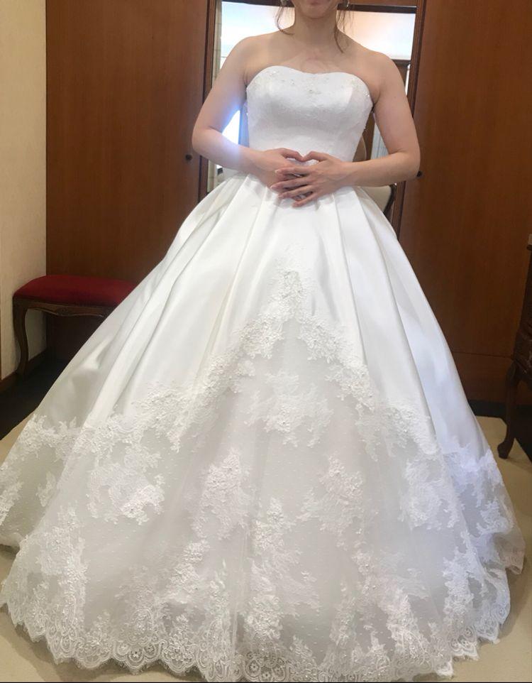 透けるロングトレーンがとっても素敵なドレスです♡