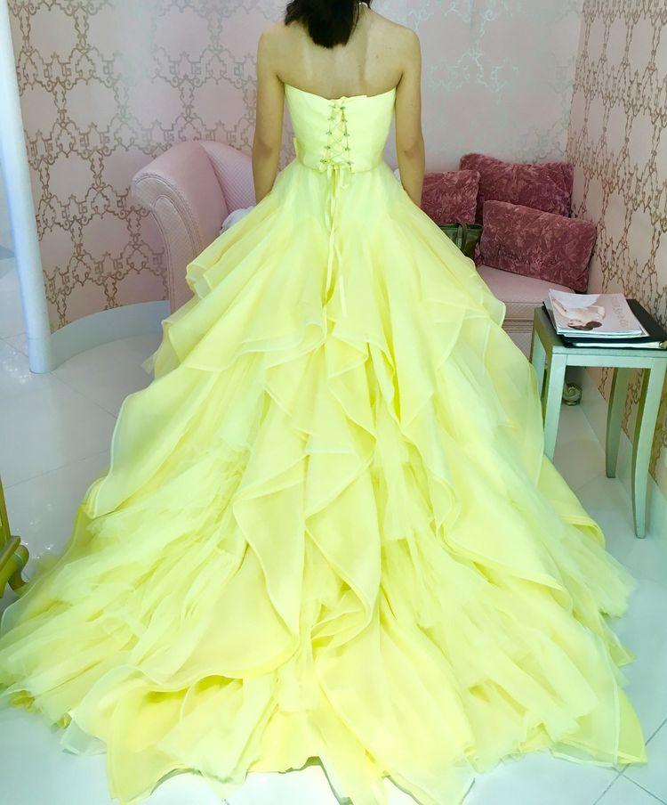 イエローのふわふわドレス