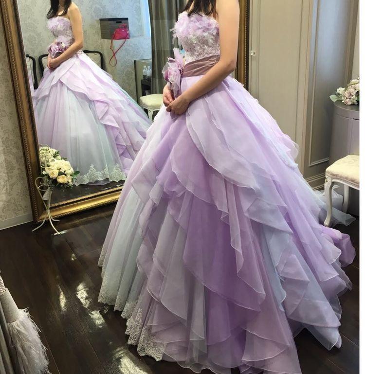 左右で印象が変わるドレス