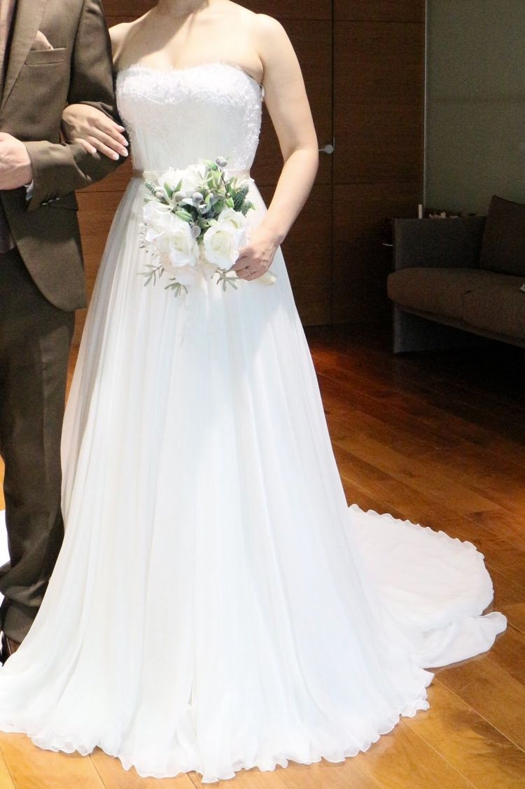 上質で柔らかなウエディングドレス