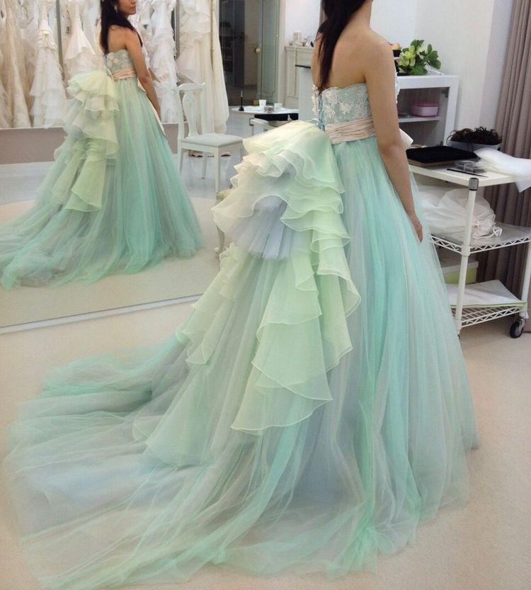 淡いグラデーションが素敵なドレス