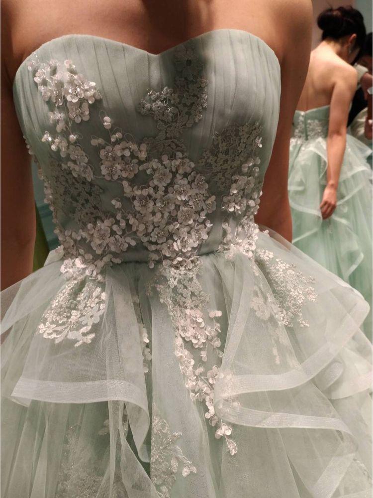 小花が可愛い爽やかドレス