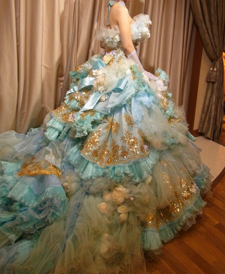 ボリューム感たっぷりなお姫様ドレス