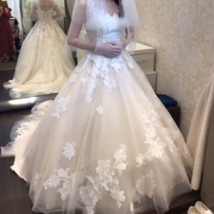 刺繍がポイントのキュートなドレス