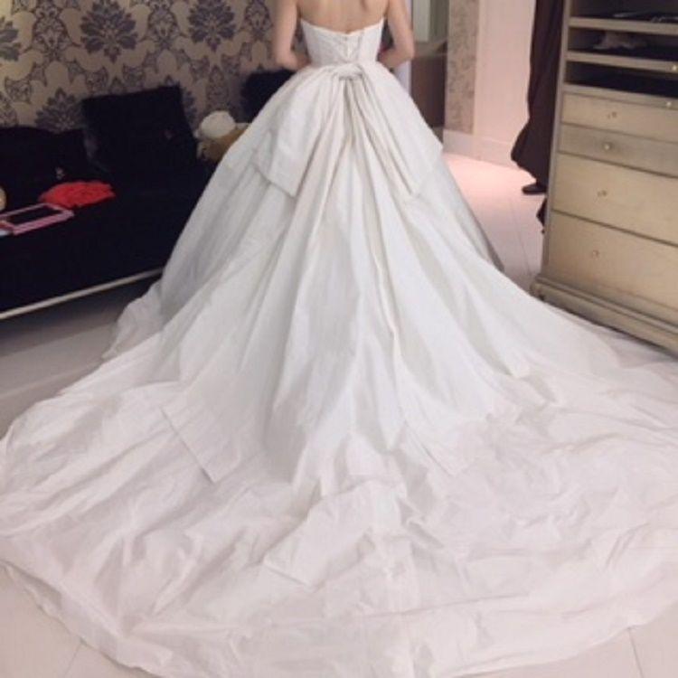 綺麗目な大人のプリンセスラインドレス