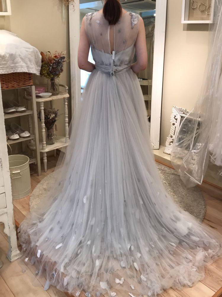 グレー花びらドレス