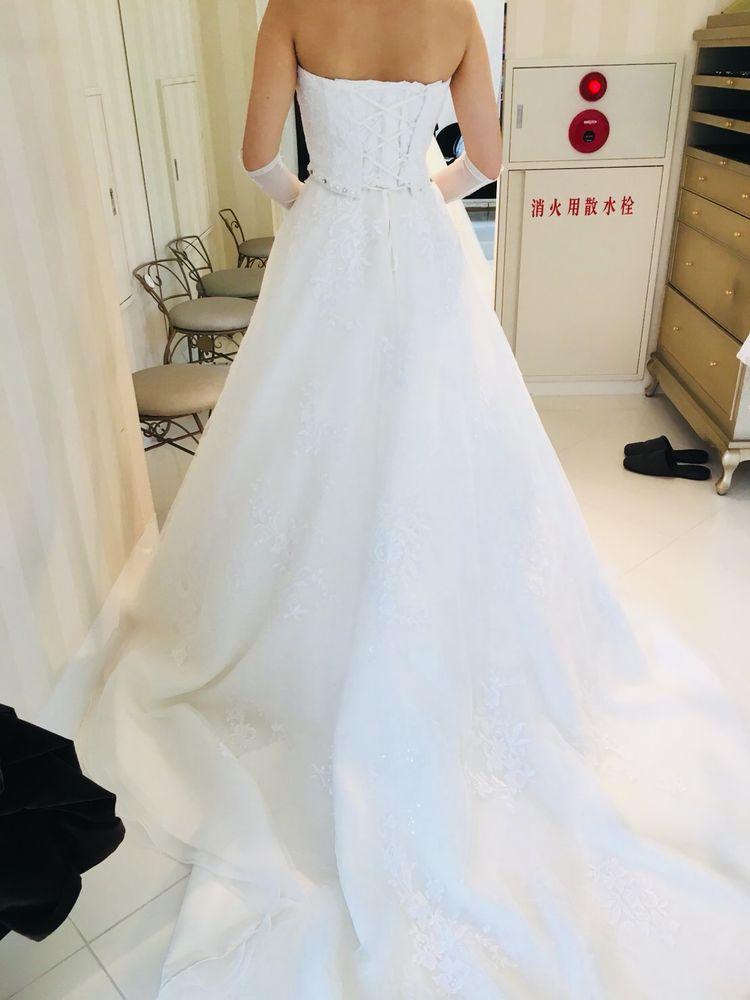 フロントのビジューが可愛いドレス