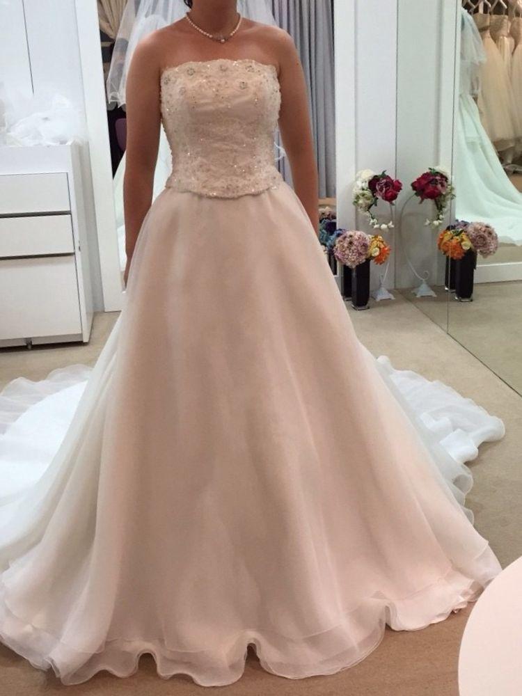 胴回りとスカート部分がセパレートされたドレス