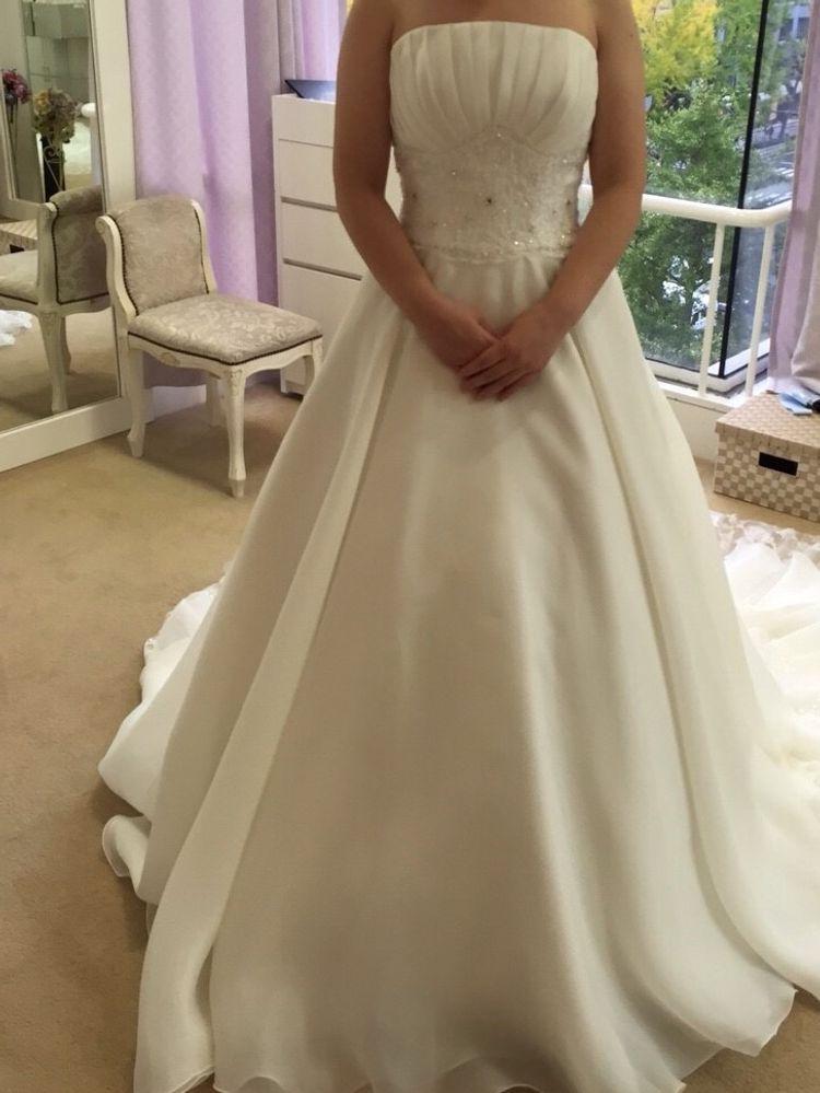 ウエストの刺繍が素敵なドレス