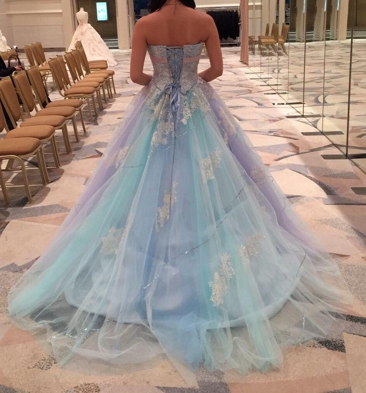 ゴージャスな水色カラードレス