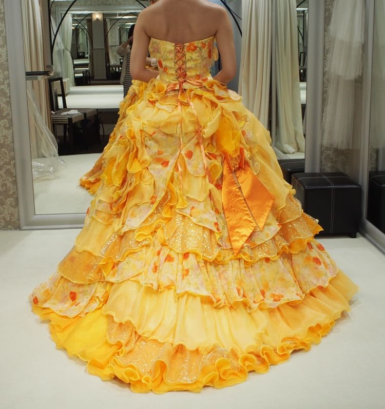 ボリューミーなカラードレス