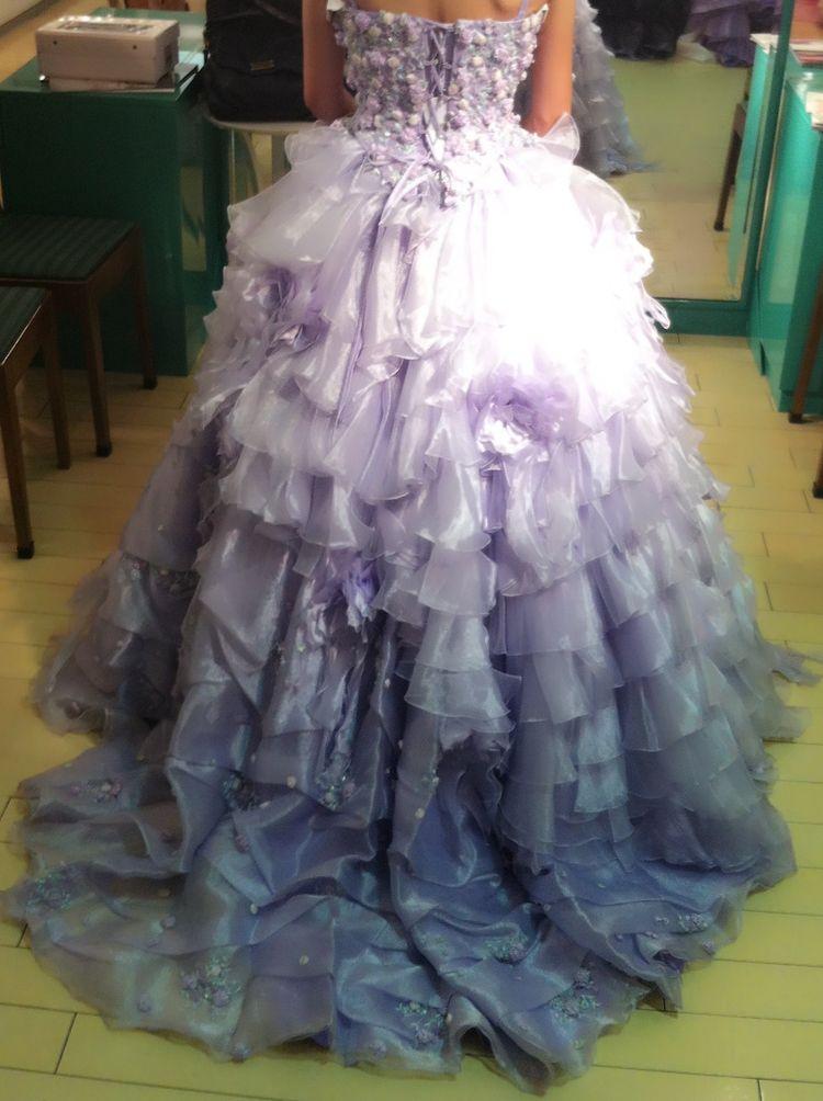ナチュラルな結婚式にピッタリのカラードレス