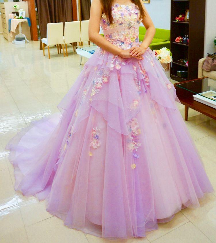 スタイル良く見える花びらドレス!