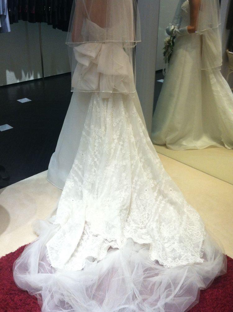 清楚でスッキリとしたウエディングドレスを見つけました♪