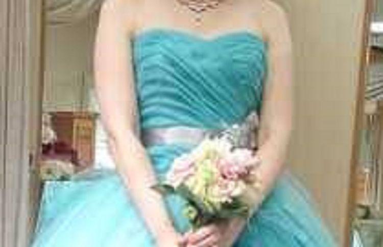 ティファニーブルーで爽やかドレス