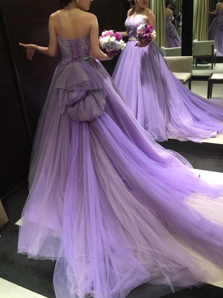エレガントなパープルのドレス