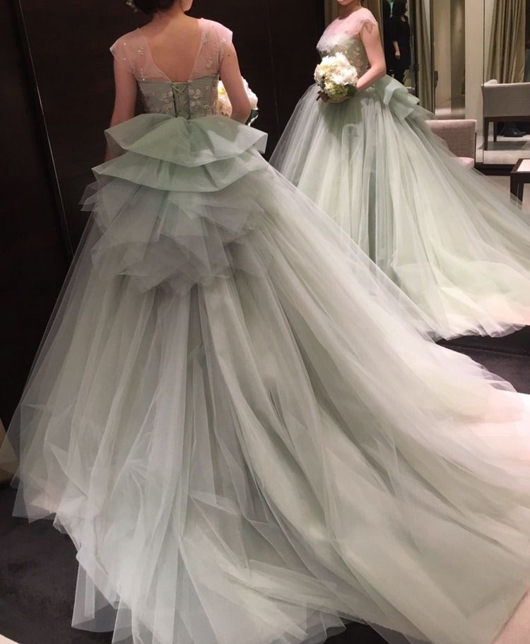 妖精の羽根のようなリボンのドレス