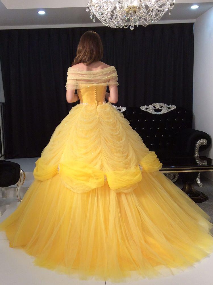 ベルのようなカラードレス