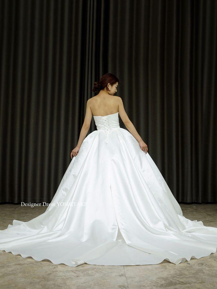 シンプルサテンプリンセスドレス(パニエ付)胸元はハートシェイプ/挙式/フォト婚【サンプルドレスは即現物購入可能/オーダーの場合は制作期間3週間から6週間】