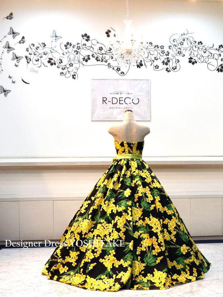 ウエディングドレス(パニエ無料) 黄・緑花柄/黒背景 ブライダル披露宴/二次会