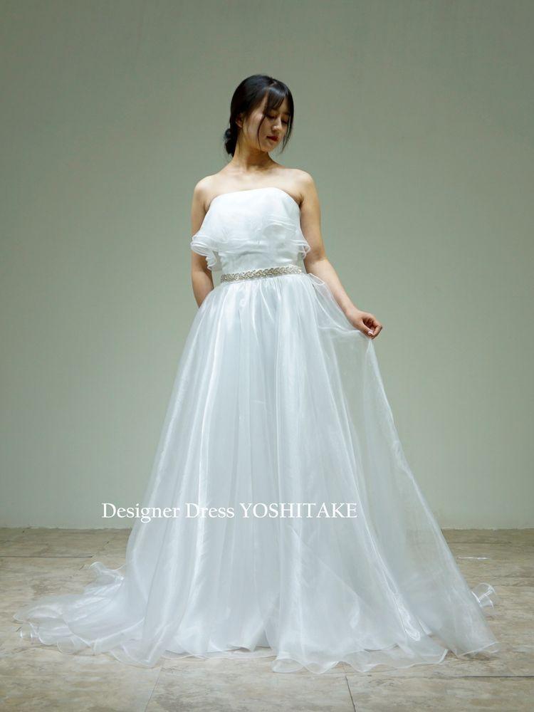 オーガンジーシンプルスレンダー白ドレス(ビジューベルト付)挙式/二次会/フォト婚【サンプルドレスは即現物購入可能/オーダーの場合は制作期間3週間から6週間】
