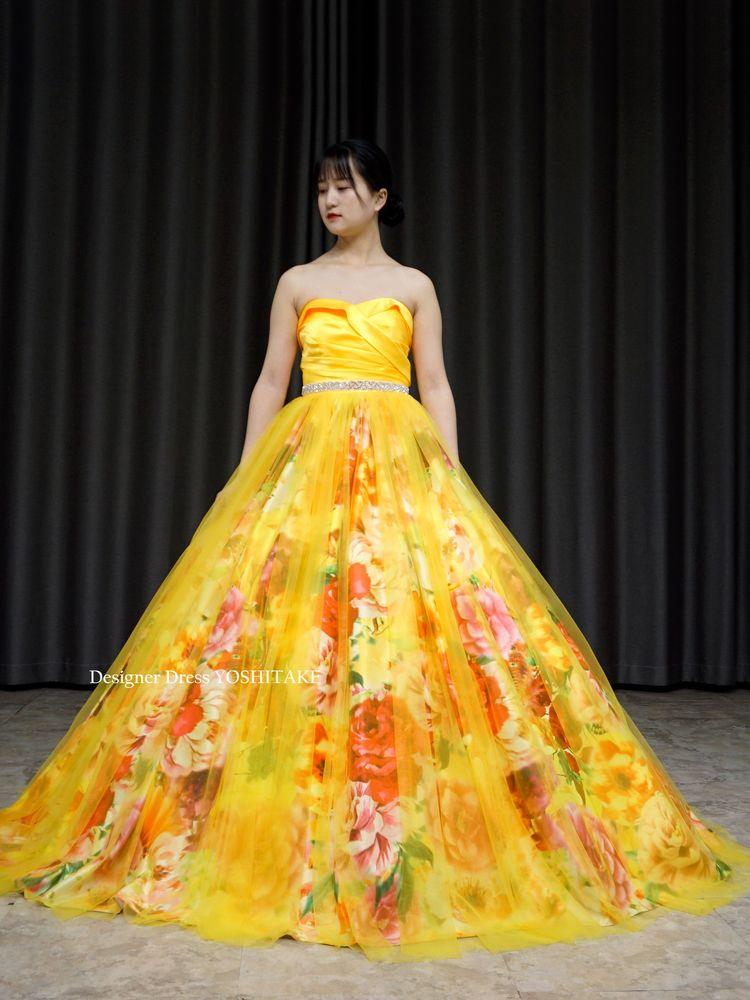 上半身イエローサテン&スカートはオレンジ系花柄にイエローチュールのカラードレス【サンプルドレスは即現物購入可能/オーダーの場合は制作期間3週間から6週間】