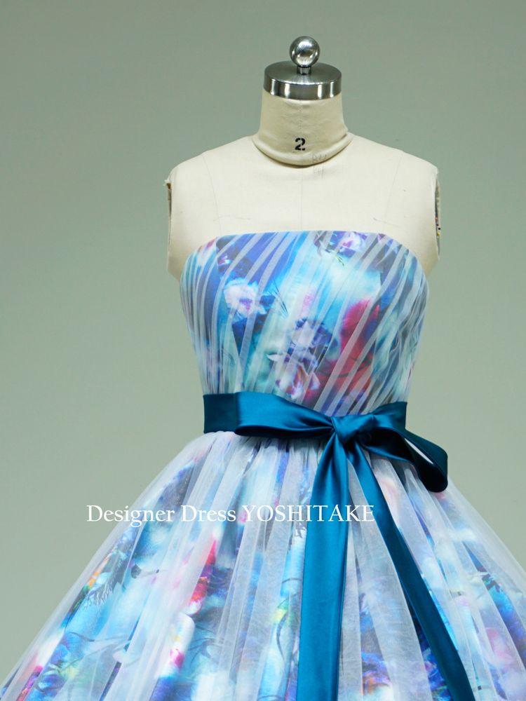 ブルー花柄ドレスに白いチュール掛け(パニエ付)ウエディングドレス.披露宴.演奏会【サンプルドレスは即現物購入可能/オーダーの場合は制作期間3週間から6週間】