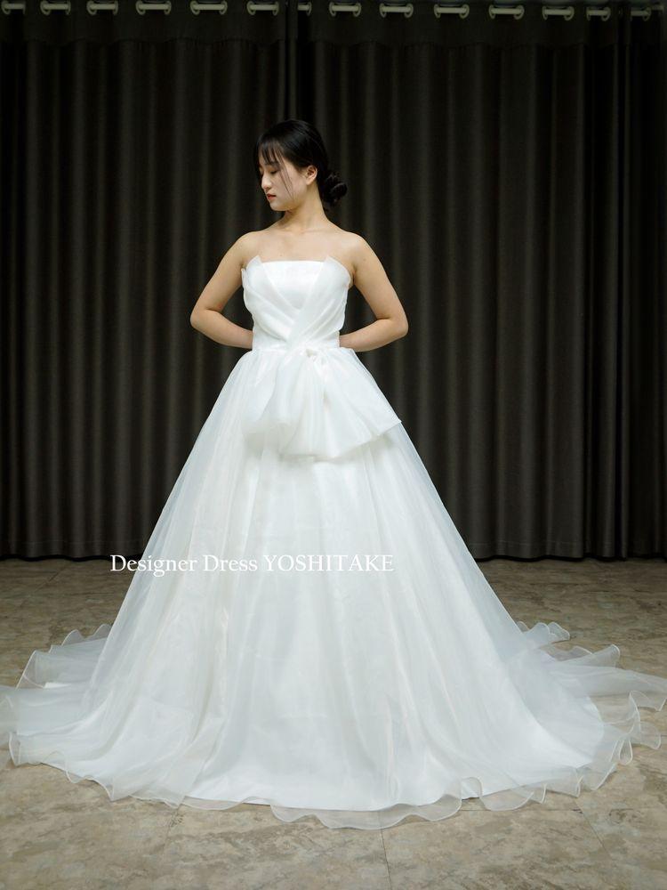 シンプルだけどよく考えられた白挙式用ウエディングドレス(パニエ付)結婚式/挙式【サンプルドレスは即現物購入可能/オーダーの場合は制作期間3週間から6週間】