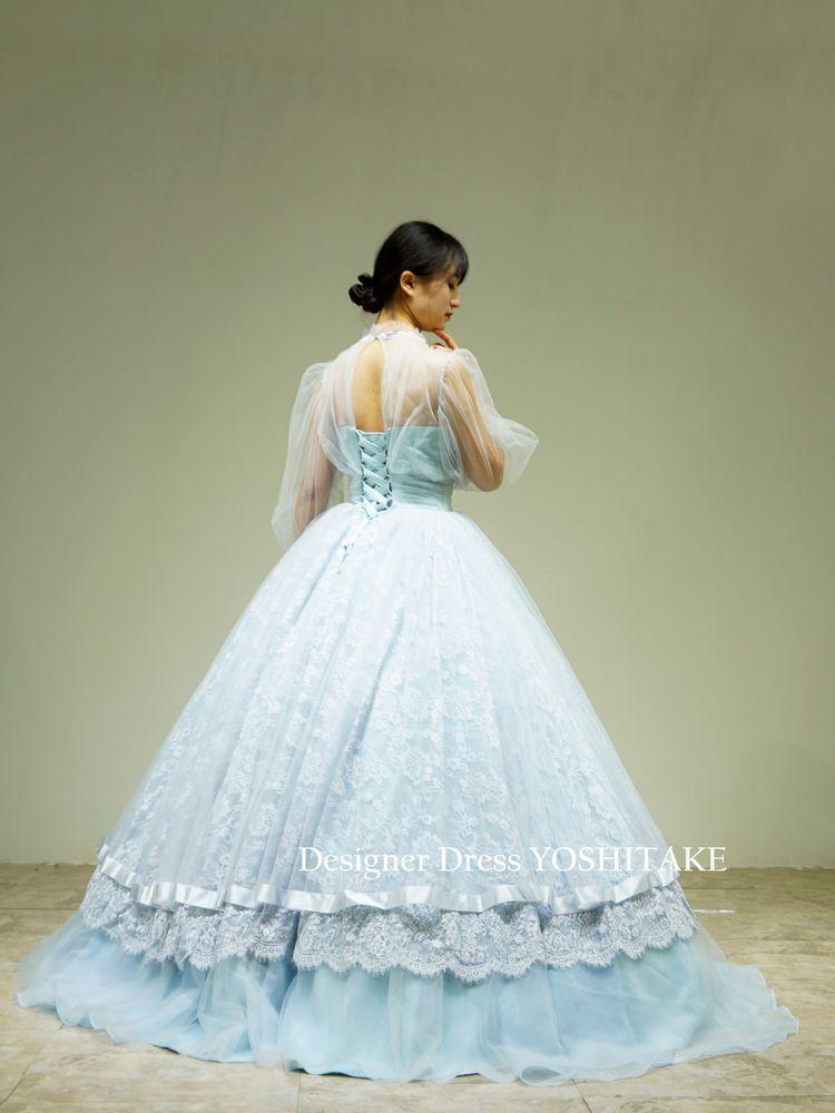 透け感のあるブルーの長袖にスカートはレースをかけたプリンセスドレス(パニエ付)【サンプルドレスは即現物購入可能/オーダーの場合は制作期間3週間から6週間】
