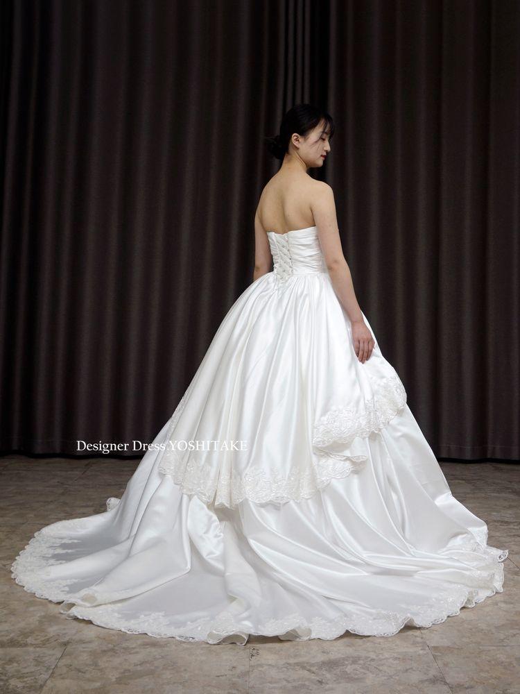 上質な白サテンを使用したAライン挙式トレーンありドレス(パニエ付)ウエディング【サンプルドレスは即現物購入可能/オーダーの場合は制作期間3週間から6週間】