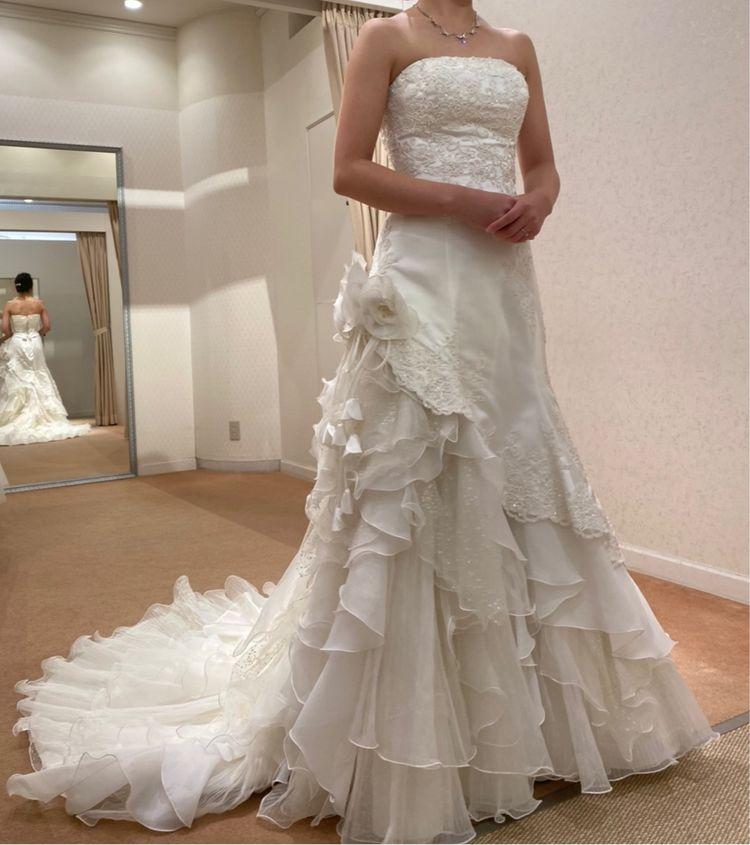 マーメイドでアシンメトリーなドレス