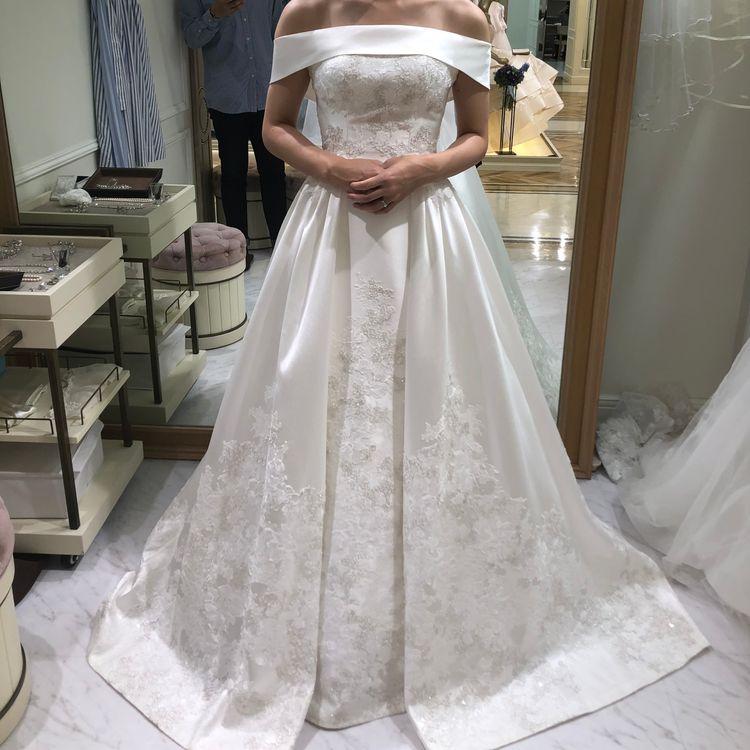 大人っぽいシルバー刺繍ドレス