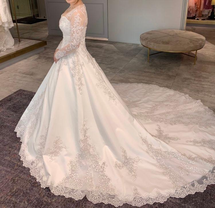 刺繍が綺麗なドレス