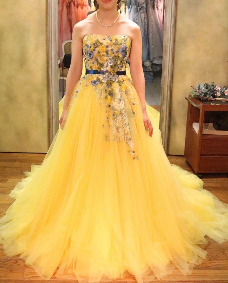 華やかなカラードレス