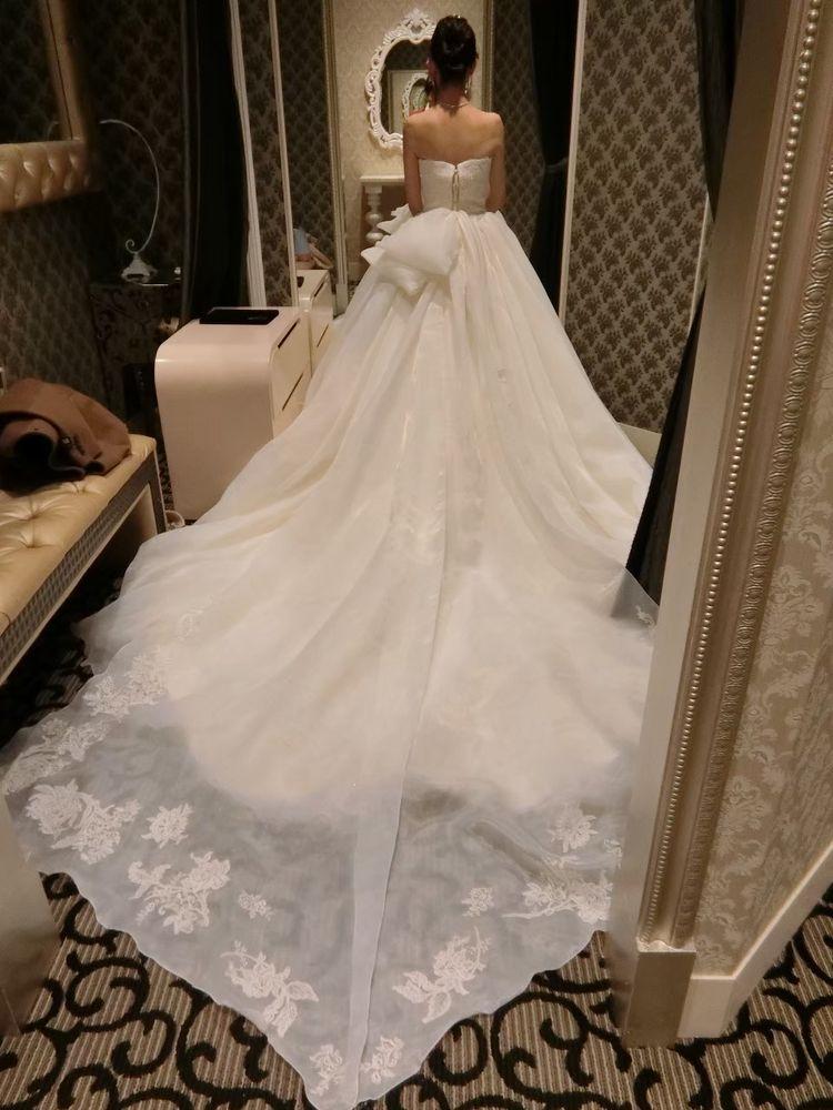 バックにあるリボンが可愛くボリュームのあるドレス