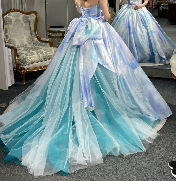 海のようなドレス
