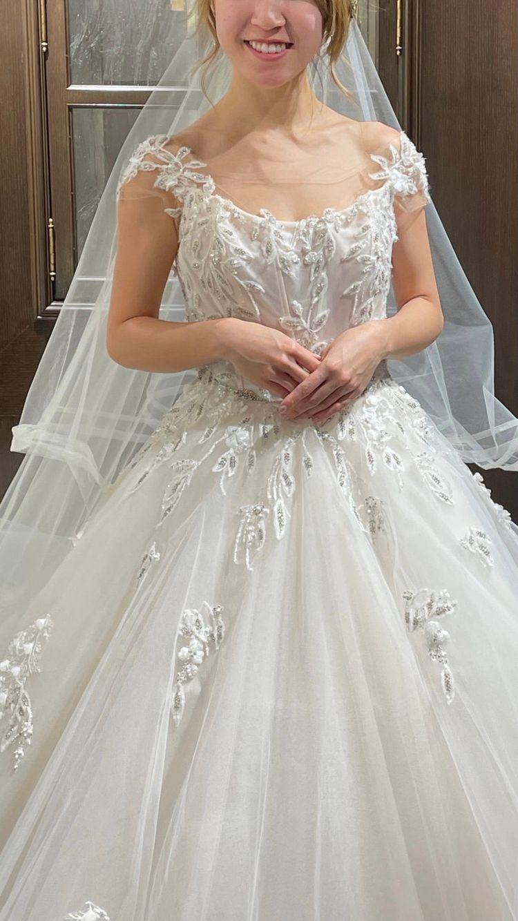 背中を綺麗に見せてくれるドレス